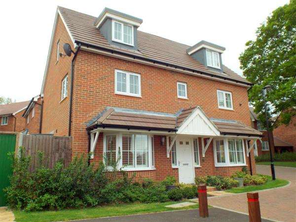 5 Bedrooms Detached House for sale in Harrison Avenue, Longfield, Gravesend