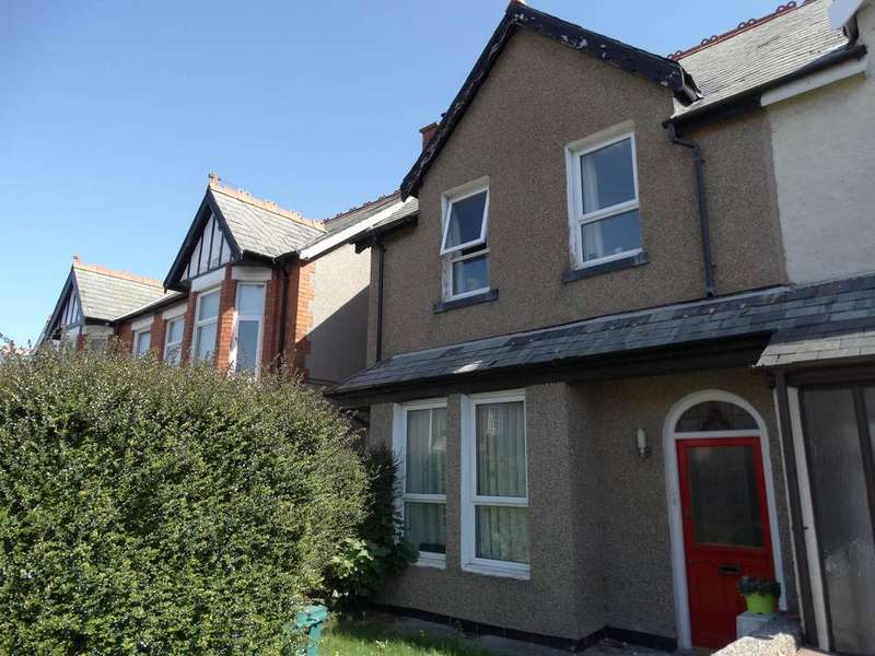 4 Bedrooms Semi Detached House for sale in 20 Wynnstay Road, Old Colwyn, LL29 9DS