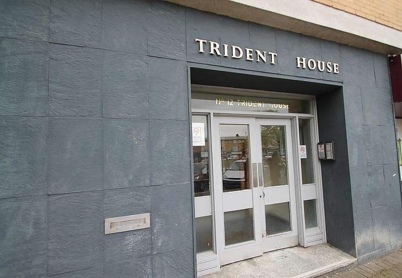 2 Bedrooms Flat for sale in Trident House, Clare Road, Stanwell, TW19