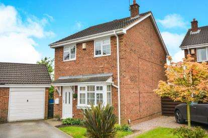 3 Bedrooms Detached House for sale in Penhale Drive, Hucknall, Nottingham