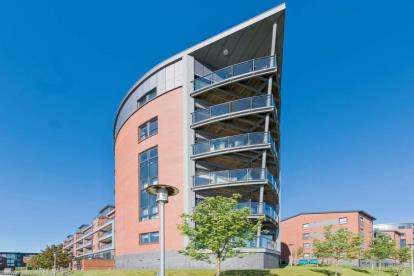 2 Bedrooms Flat for sale in Cardon Square, Renfrew