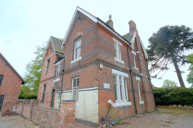 4 Bedrooms Detached House for sale in Fields Road, Alsager