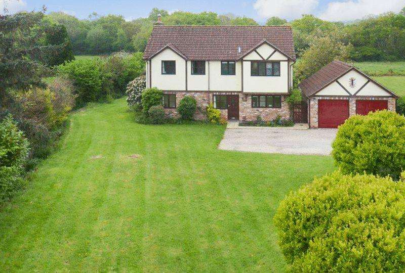 4 Bedrooms Detached House for sale in Broadway Road, Kingsteignton