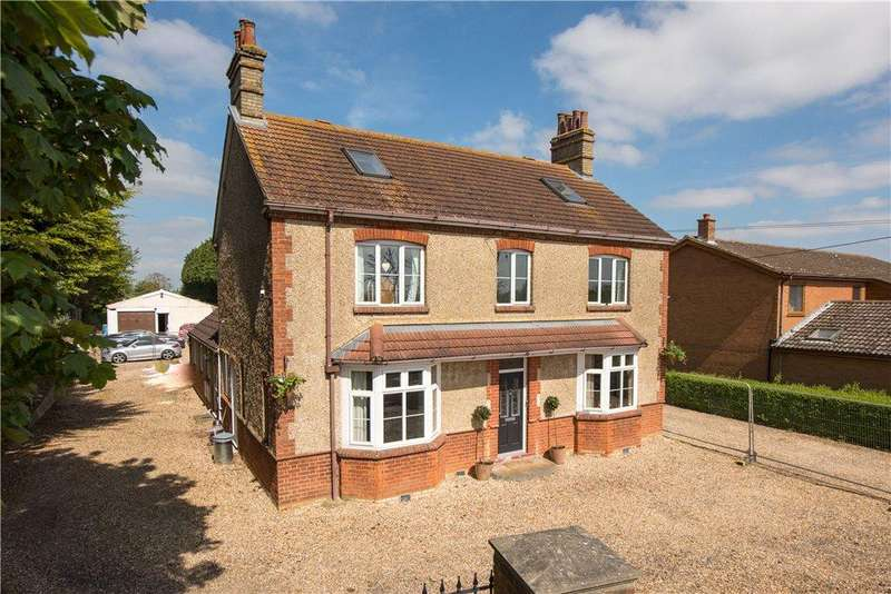 5 Bedrooms Detached House for sale in Station Road, Lower Stondon, Henlow, Bedfordshire