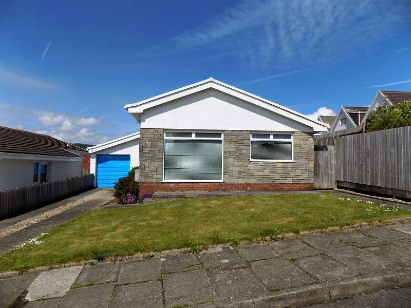 3 Bedrooms Bungalow for sale in Leiros Parc Drive, Bryncoch, Neath, Neath Port Talbot. SA10 7EW