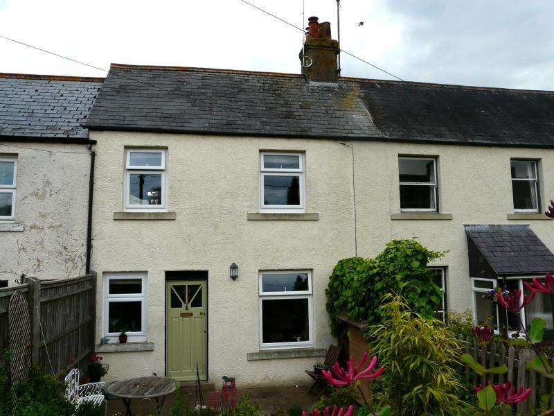 2 Bedrooms Terraced House for sale in Priory Road, Hungerford