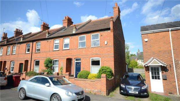 3 Bedrooms End Of Terrace House for sale in Kidmore End Road, Emmer Green, Reading