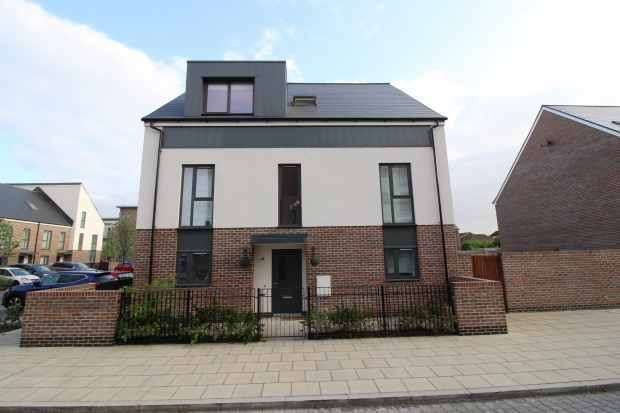 4 Bedrooms Detached House for sale in Apple Tree Lane, Rainham, Greater London, RM13 8FQ