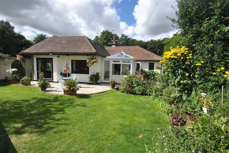 3 Bedrooms Detached Bungalow for sale in St Peters Road, Hockley, Essex