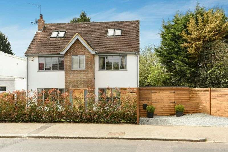 4 Bedrooms Detached House for sale in Woodwaye, Oxhey Hall