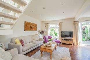 4 Bedrooms Terraced House for sale in Hazelhurst, Beckenham, Kent, Uk