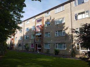 2 Bedrooms Flat for sale in Hollybank Hill, London Road, Sittingbourne