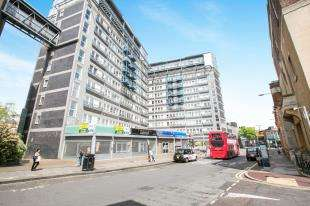2 Bedrooms Flat for sale in The Vista Building, Woolwich, London