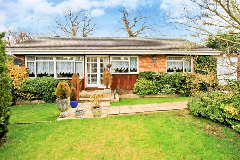 3 Bedrooms Detached Bungalow for sale in Curzon Place, Pinner
