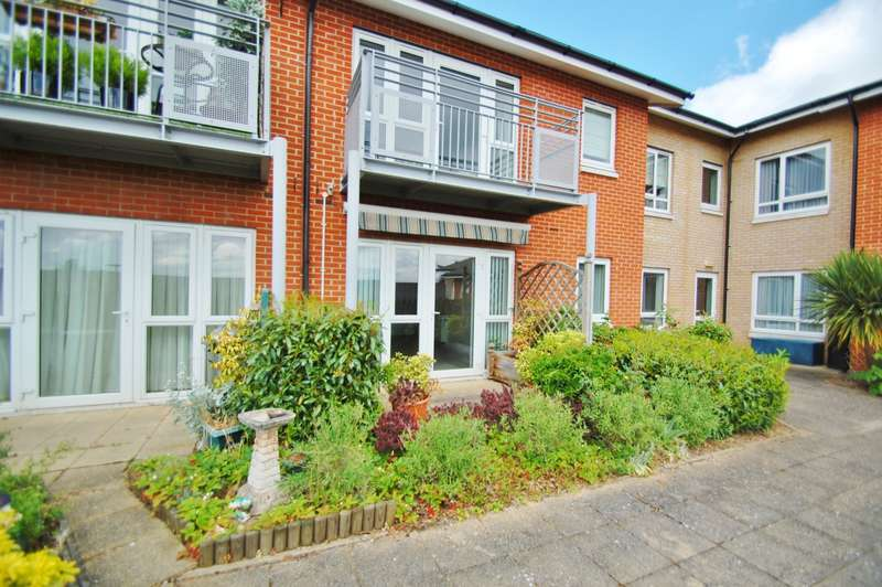 2 Bedrooms Flat for sale in Stewart Court, Denham Garden Village, Denham, UB9