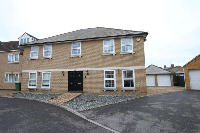 5 Bedrooms Detached House for sale in Blue Ridge Gardens, March