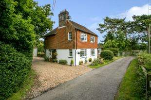 3 Bedrooms Detached House for sale in Coldharbour Road, Upper Dicker, Hailsham, East Sussex