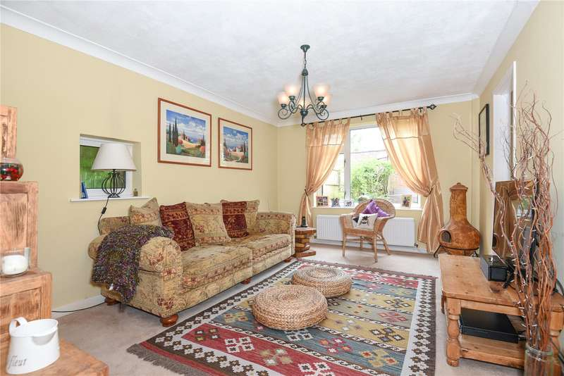 2 Bedrooms Terraced House for sale in Lyneham Walk, Eastcote, Middlesex, HA5