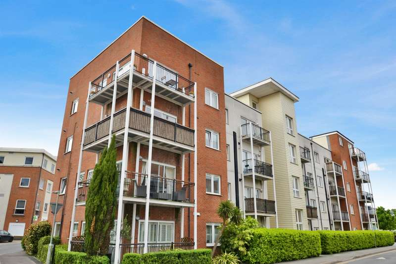 2 Bedrooms Ground Flat for sale in Canalside, Watercolour, RH1 2NH