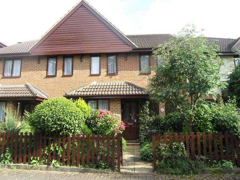 4 Bedrooms Property for sale in Fairholme Gardens, Farnham