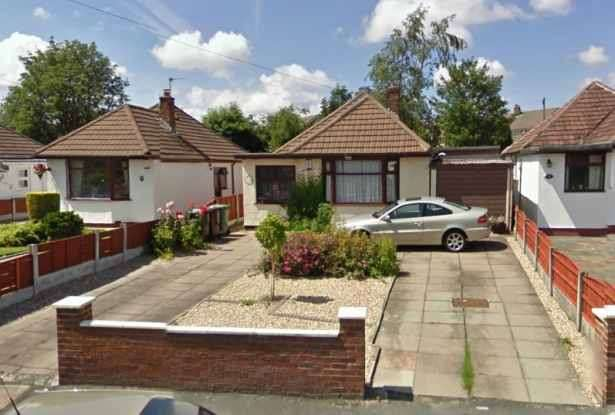 3 Bedrooms Detached Bungalow for sale in Long Lane, Wigan, Lancashire, WN2 4XA