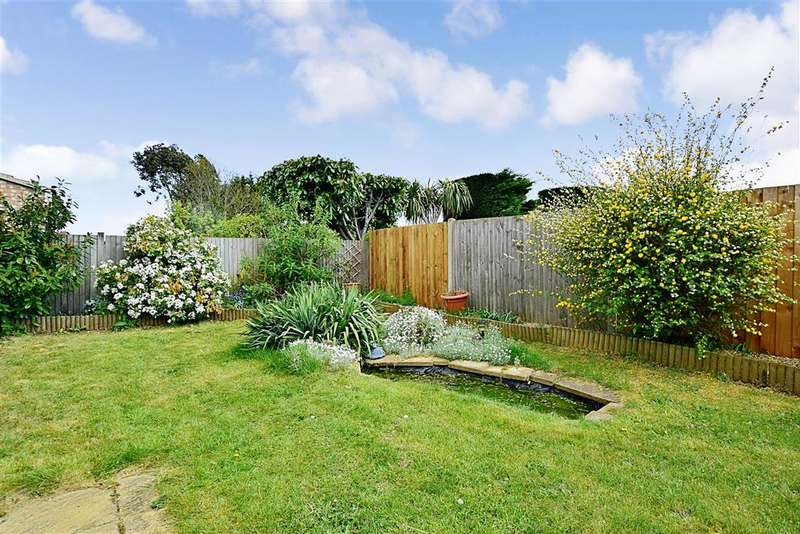 2 Bedrooms Semi Detached Bungalow for sale in Gladeside, Shirley, Croydon, Surrey