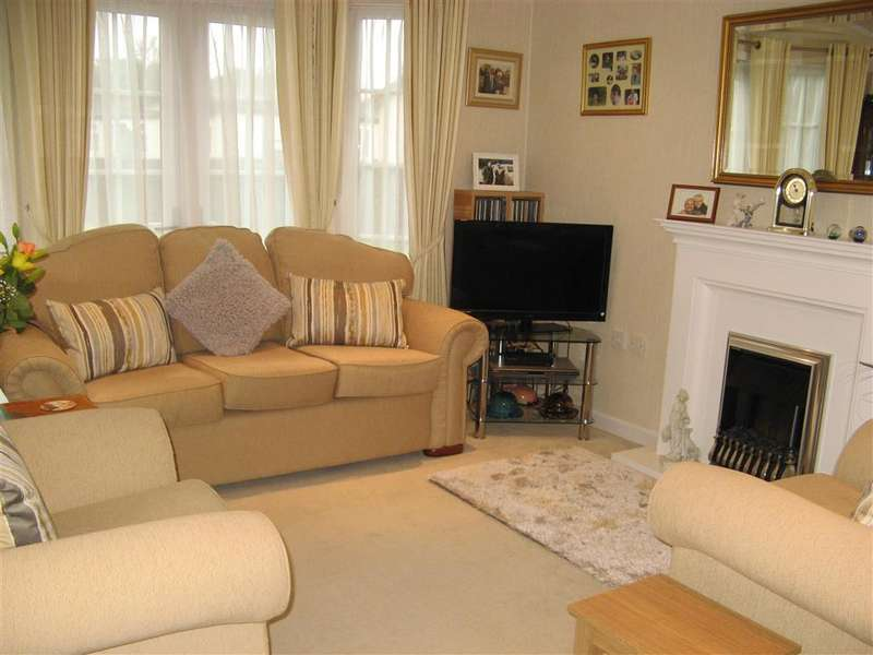2 Bedrooms Park Home Mobile Home for sale in Worthing Road, Southwater, Horsham, West Sussex