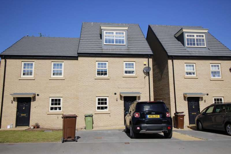 4 Bedrooms Semi Detached House for sale in Stoborough Crescent, Featherstone