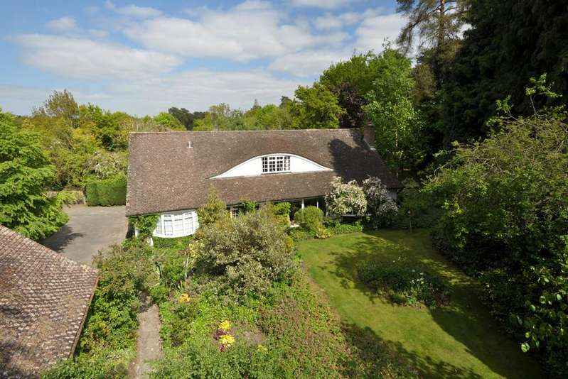 3 Bedrooms Detached House for sale in West Chiltington