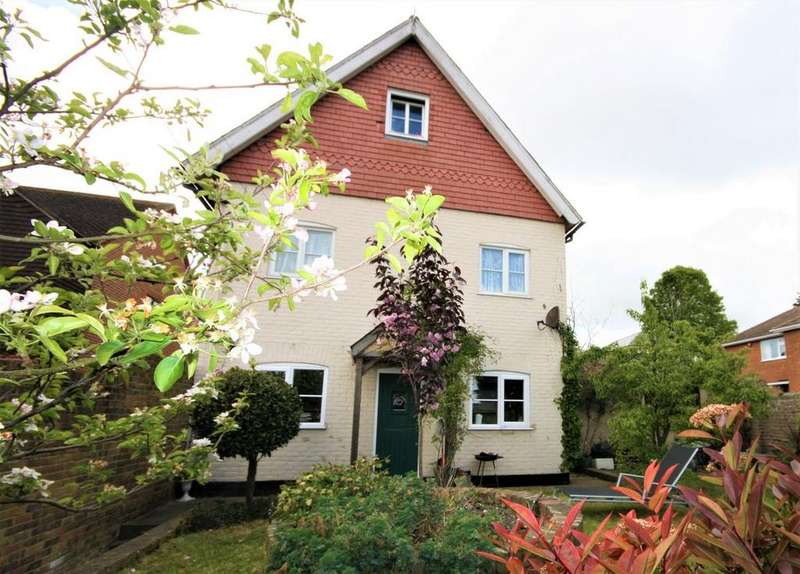 3 Bedrooms Detached House for sale in Vicarage Lane, Sholden