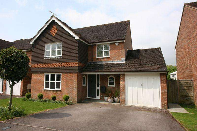 4 Bedrooms Detached House for sale in Chestnut End, Henfield