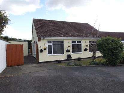 3 Bedrooms Bungalow for sale in Hollyguest Road, Hanham, Bristol