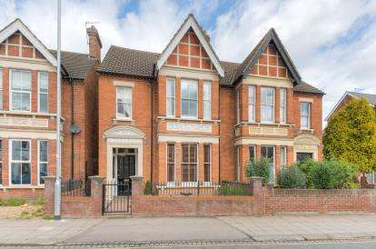 5 Bedrooms Detached House for sale in Castle Road, Bedford