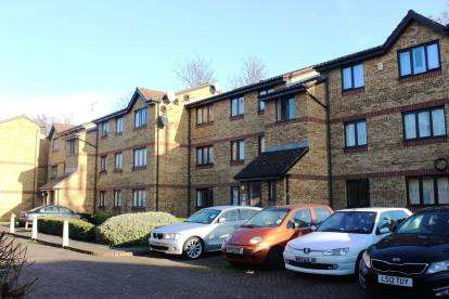 2 Bedrooms Flat for sale in Sawyer Close, London