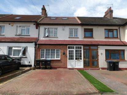 4 Bedrooms Terraced House for sale in Lodge Close, London