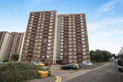 2 Bedrooms Flat for sale in Kingsland Court, Kingsland Road, Luton, Bedfordshire
