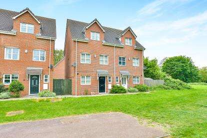 4 Bedrooms Semi Detached House for sale in Edwards Croft, Bradville, Milton Keynes, Buckinghamshire