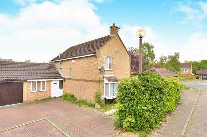 5 Bedrooms Link Detached House for sale in Booker Avenue, Bradwell Common, Milton Keynes, Buckinghamshire