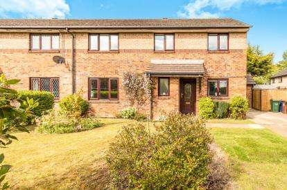 4 Bedrooms Semi Detached House for sale in Thompson Drive, Caversfield, Bicester, Oxfordshire