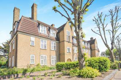 3 Bedrooms Flat for sale in Topham Square, Tottenham, Harringey, London