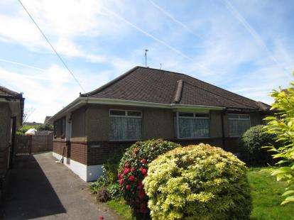 2 Bedrooms Bungalow for sale in Pilgrims Hatch, Brentwood, Essex