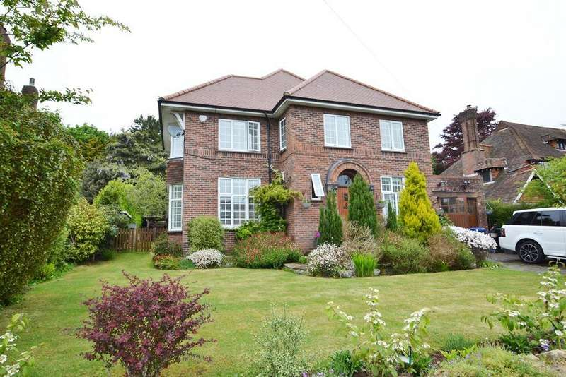 4 Bedrooms Detached House for sale in Fourth Avenue, Charmandean, Worthing, BN14 9NY