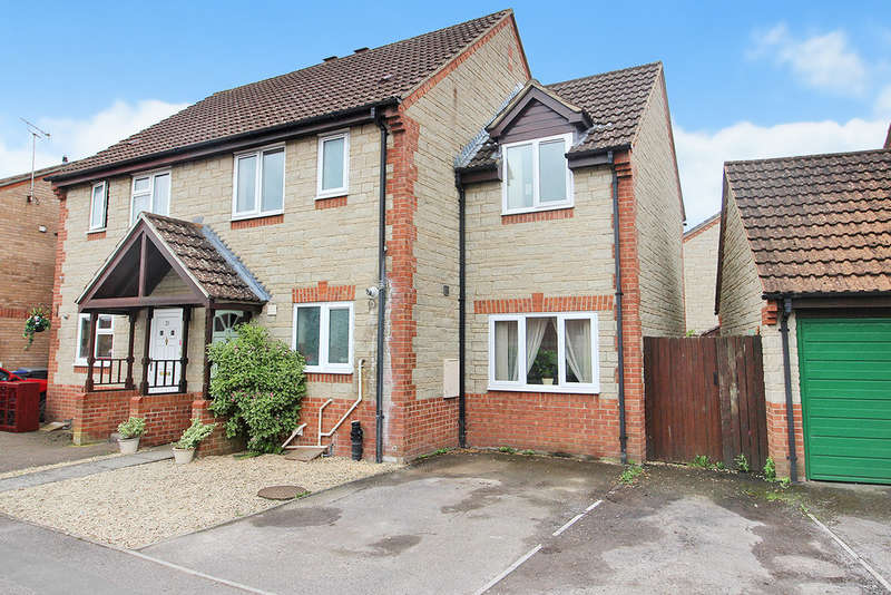 3 Bedrooms Semi Detached House for sale in Kingfisher Drive, Westbury