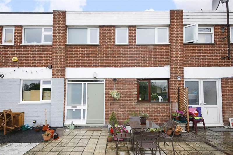 3 Bedrooms Maisonette Flat for sale in Lewisham Way, Brockley