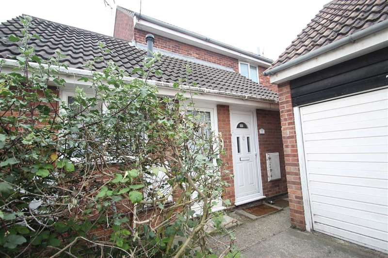 2 Bedrooms Apartment Flat for sale in Marigold Avenue, Clacton-On-Sea