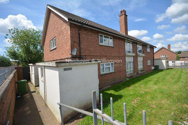 2 Bedrooms Maisonette Flat for sale in Bronte Crescent , Llanrumney, Cardiff. CF3