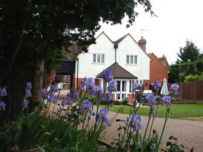 4 Bedrooms Detached House for sale in Meads Courtyard, Walkern, Hertfordshire, SG2
