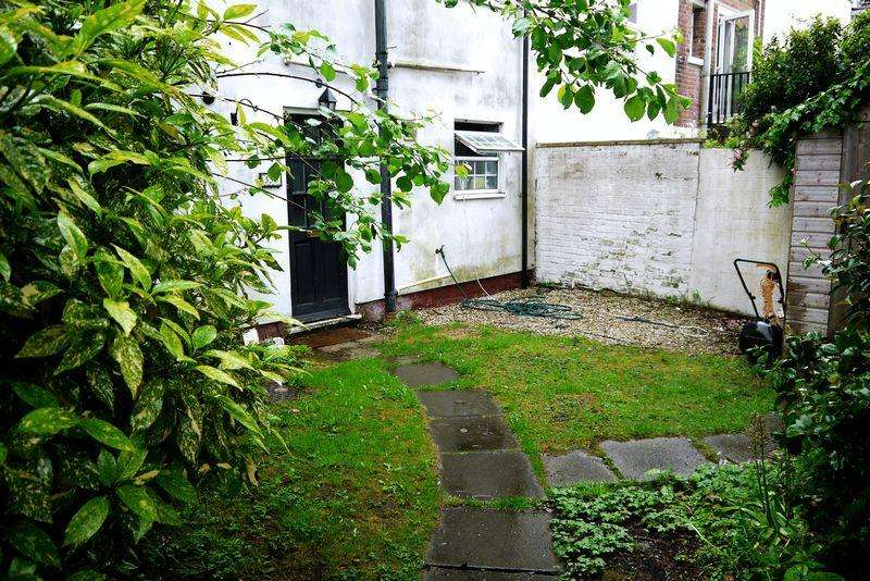 2 Bedrooms Ground Flat for sale in Freemantle, Southampton.