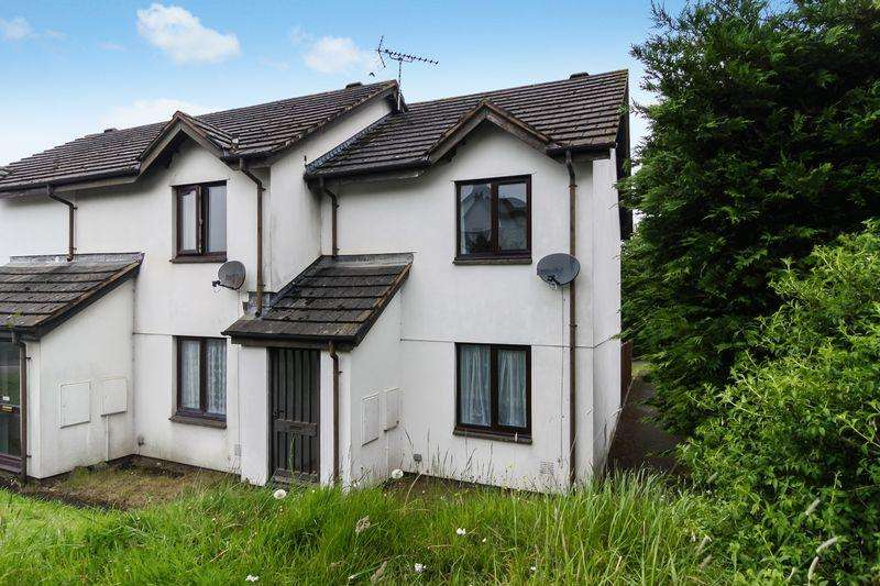 2 Bedrooms Semi Detached House for sale in Fern Close, Okehampton