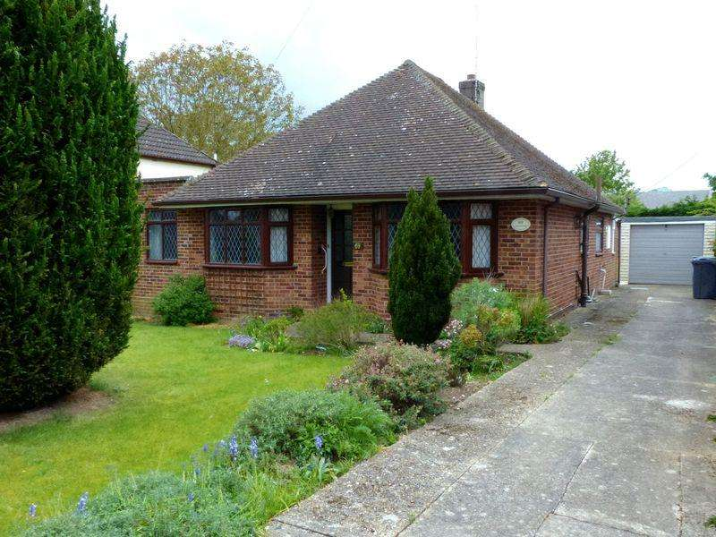 2 Bedrooms Detached Bungalow for sale in Bourne End